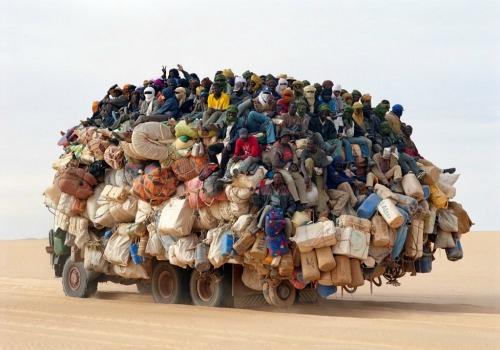 camion-surchage-afrique