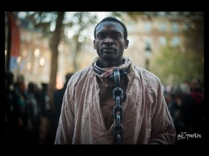 Manifestant anti-Guerlain à Paris.